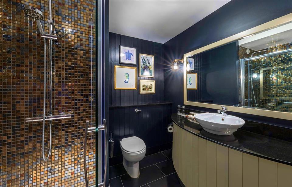 Garryvoe Hotel Bathroom