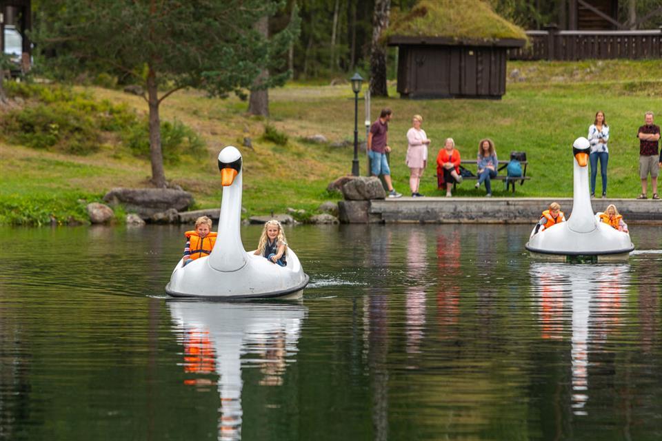 Hunderfossen Hotell & Resort Trampbåtar