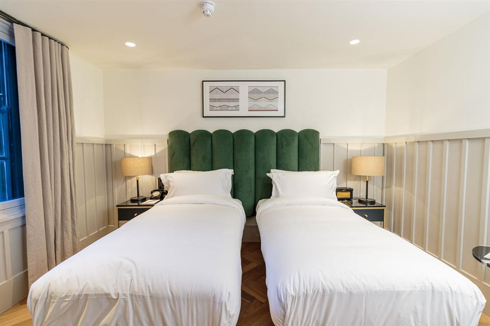 The Clarence Hotel Twin Bedroom