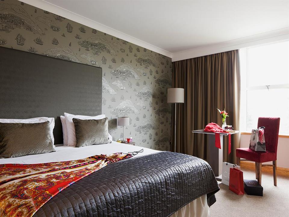 Brandon House Hotel Bedroom