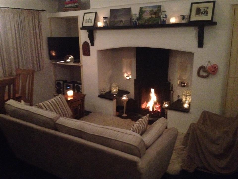 Lough Derg Thatched Cottages lounge