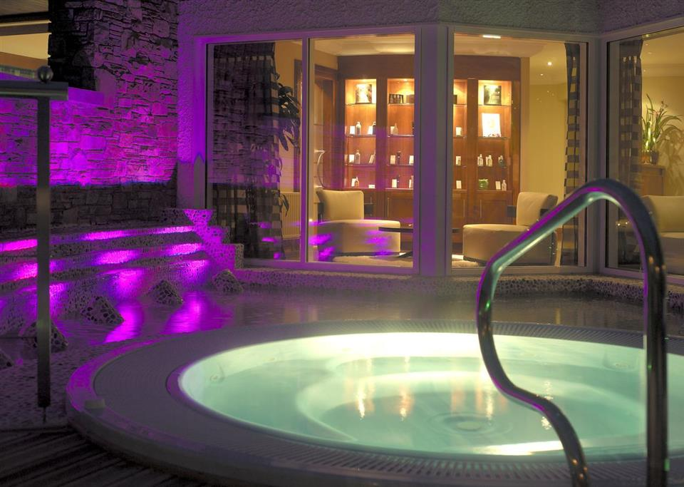 Ballygarry  House Hotel plunge pool