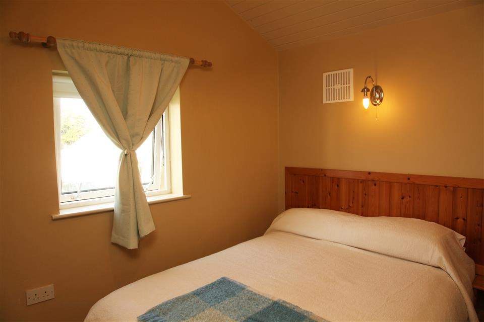 Carraroe Holiday Cottages double bedroom