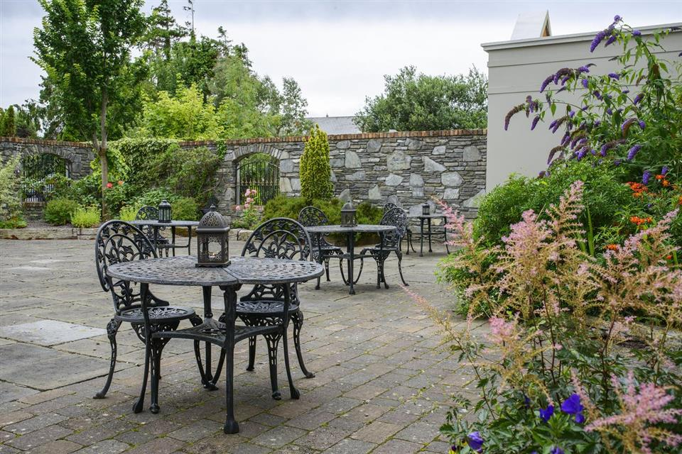 meadowlands hotel patio