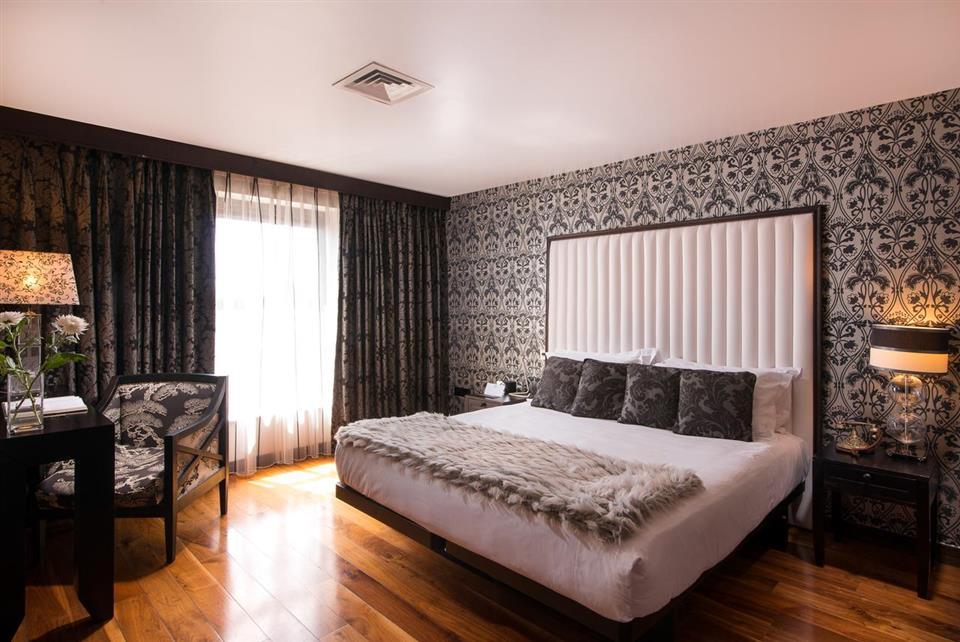 The Twelve Hotel bedroom