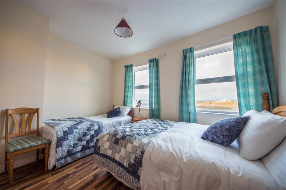 Ocean View Townhouse Twin Bedroom