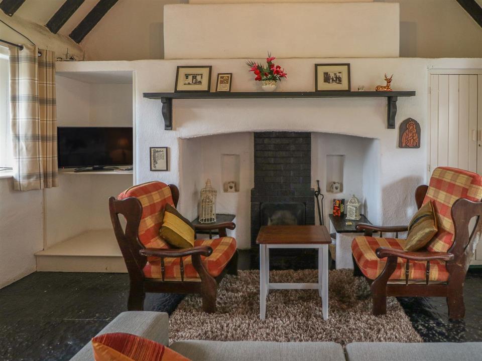 Lough Derg Thatched Cottages Sitting Room