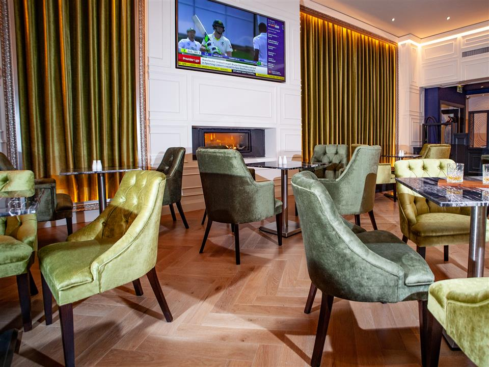 Connacht Hotel Bar