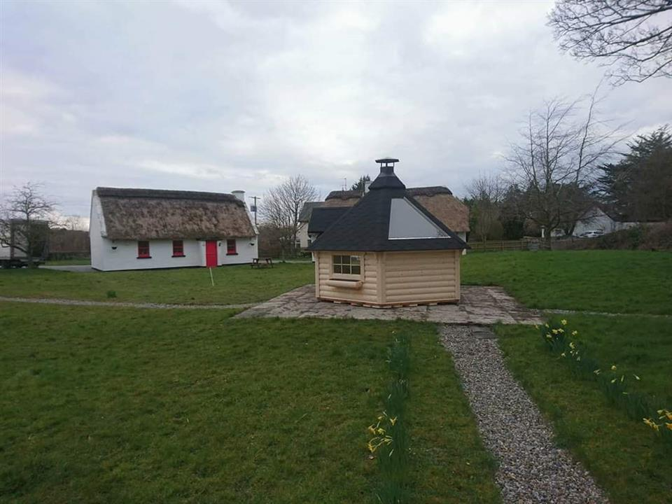 Lough Derg Thatched Cottages BBQ cabin
