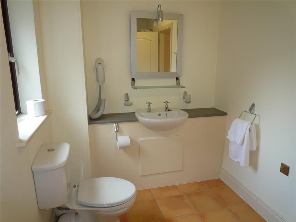 Grove Lodge Holiday Homes bathroom