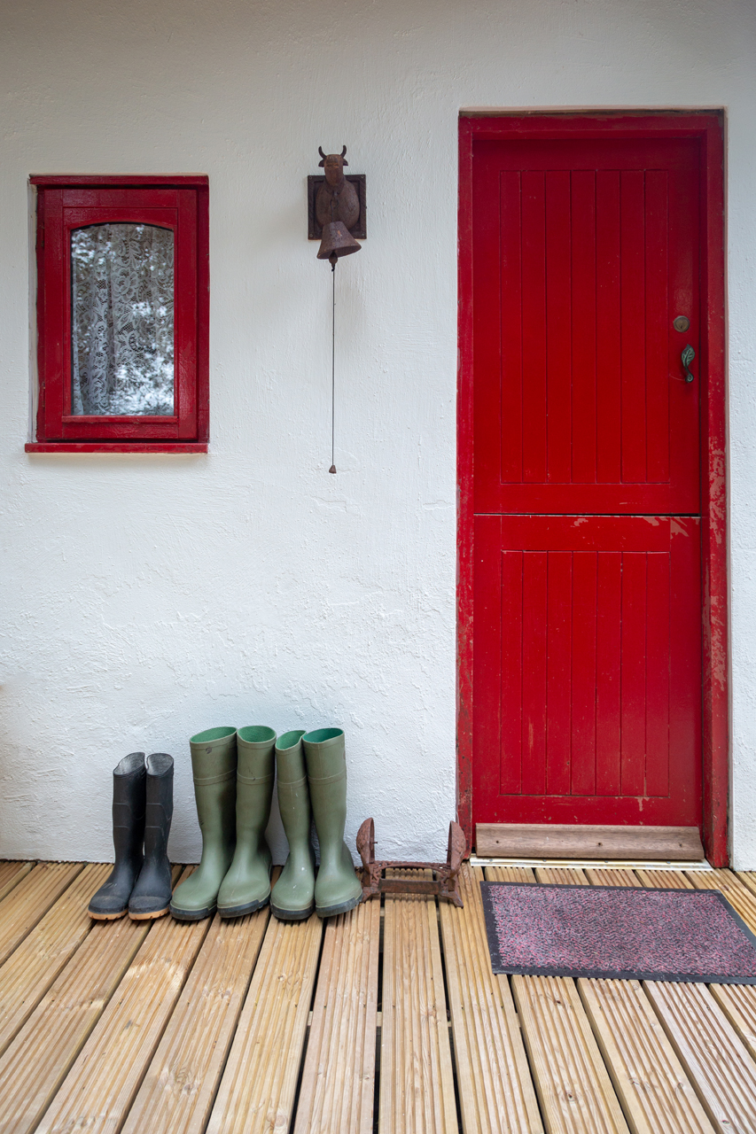 cottage mary rose red door