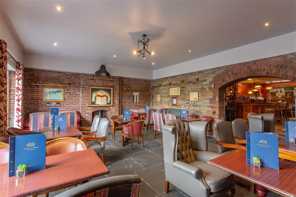 Dooleys Hotel Bar
