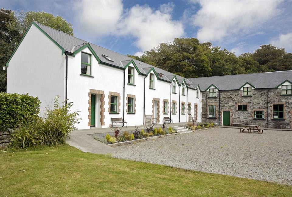 Ardnagashel Holiday Cottage Courtyard