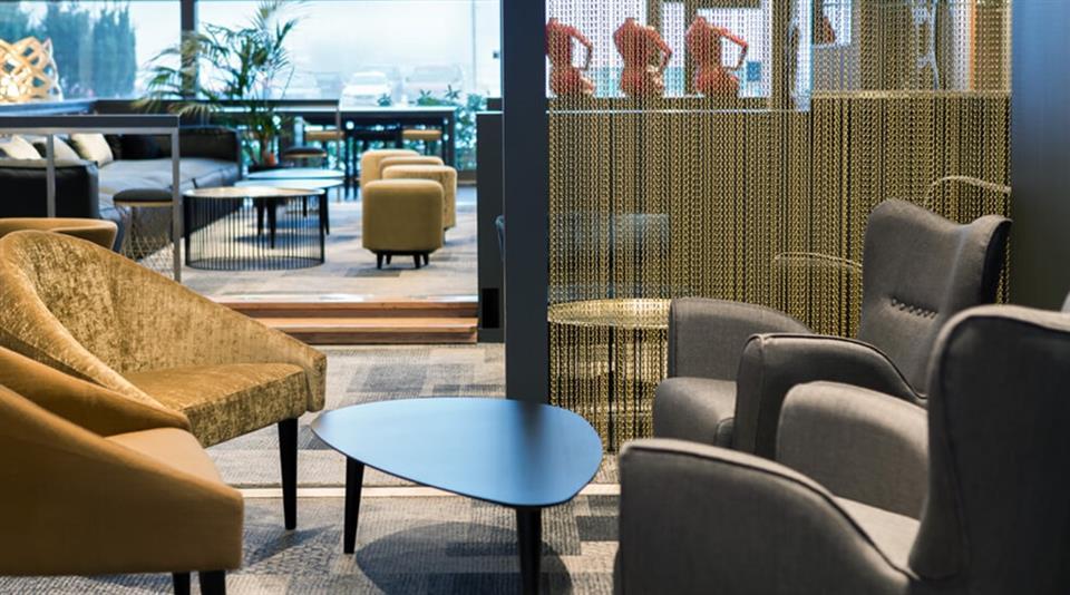 Quality Hotel Entry Bar Lounge