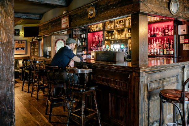 Armada Hotel Johnny Burke's Pub