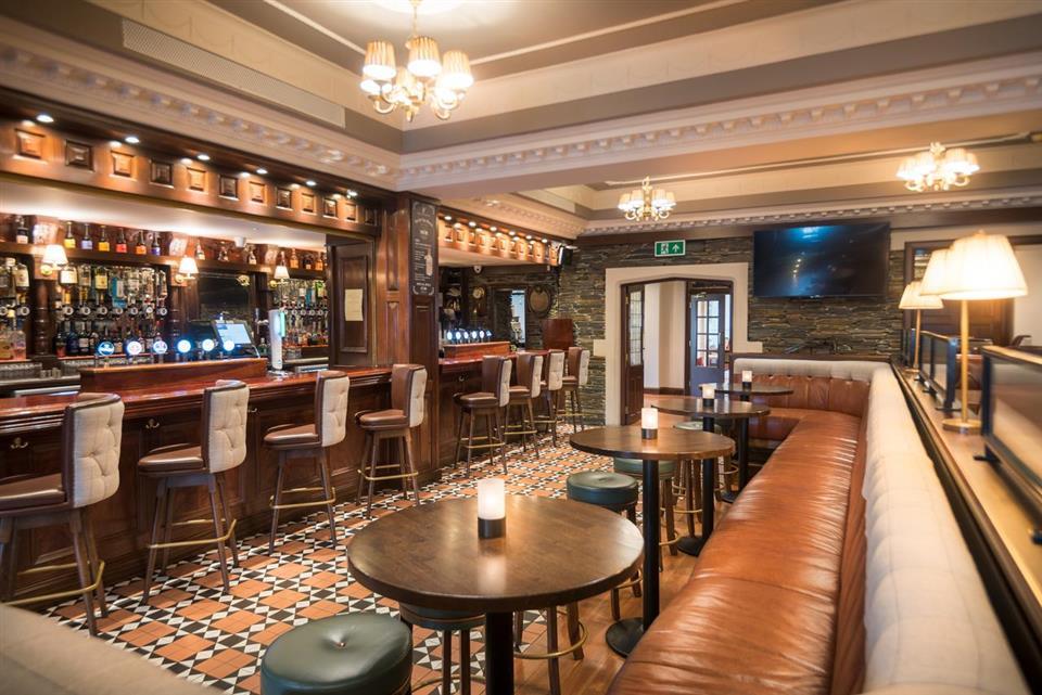 Jacksons Hotel Bar