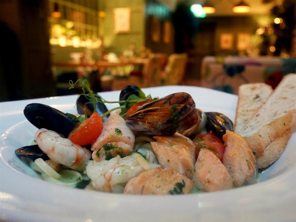 Forster Court Hotel Seafood dinner