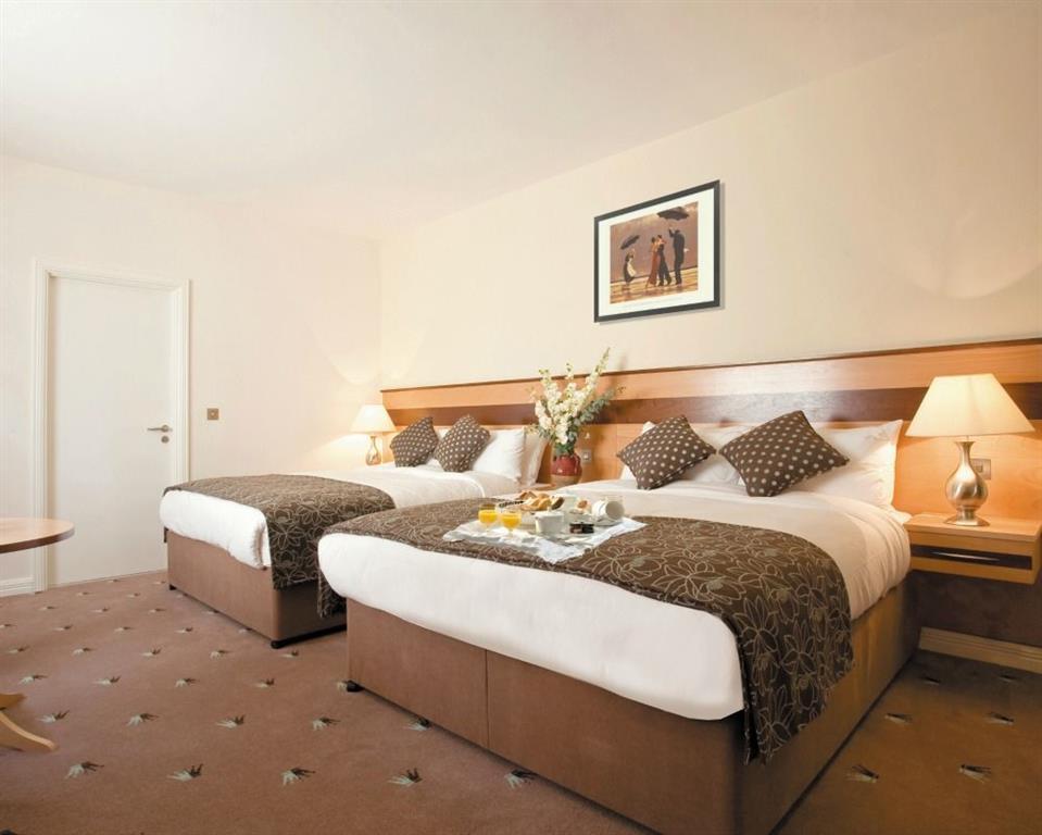 Ard Ri House Hotel bedroom