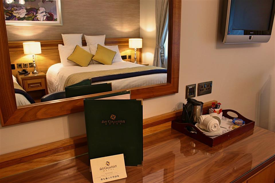 An Grianan Hotel Bedroom