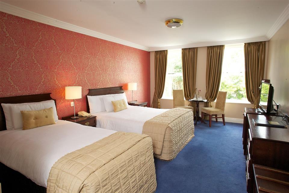 Anner Hotel & Leisure Centre Bedroom