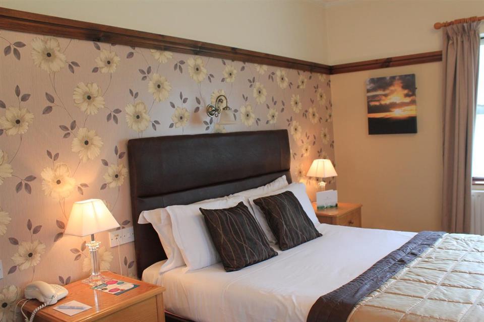 Silver Tassie Hotel & Spo Bedroom