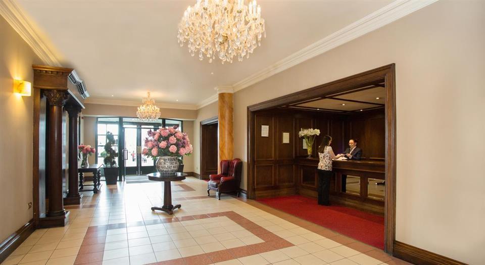 Victoria Hotel reception