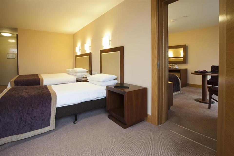 Westport Woods Hotel Interconnecting Bedroom