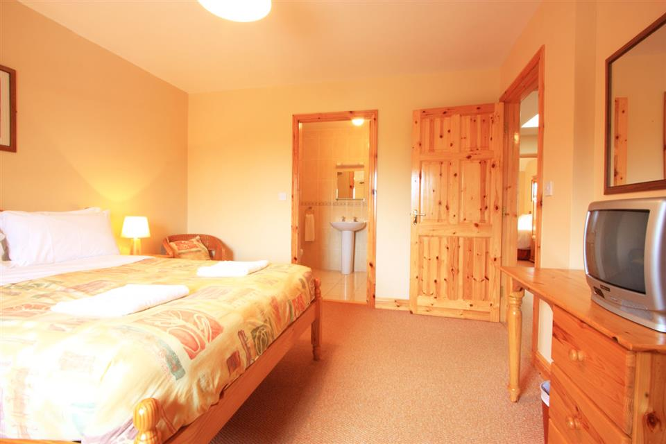 Ardgroom Holiday Village Double Bedroom