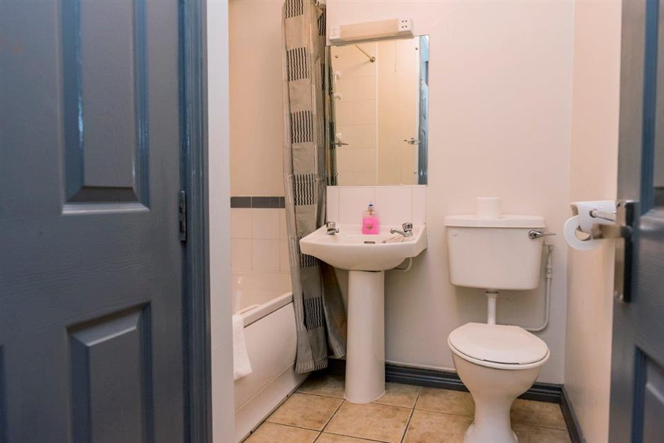 Marine Court Bathroom