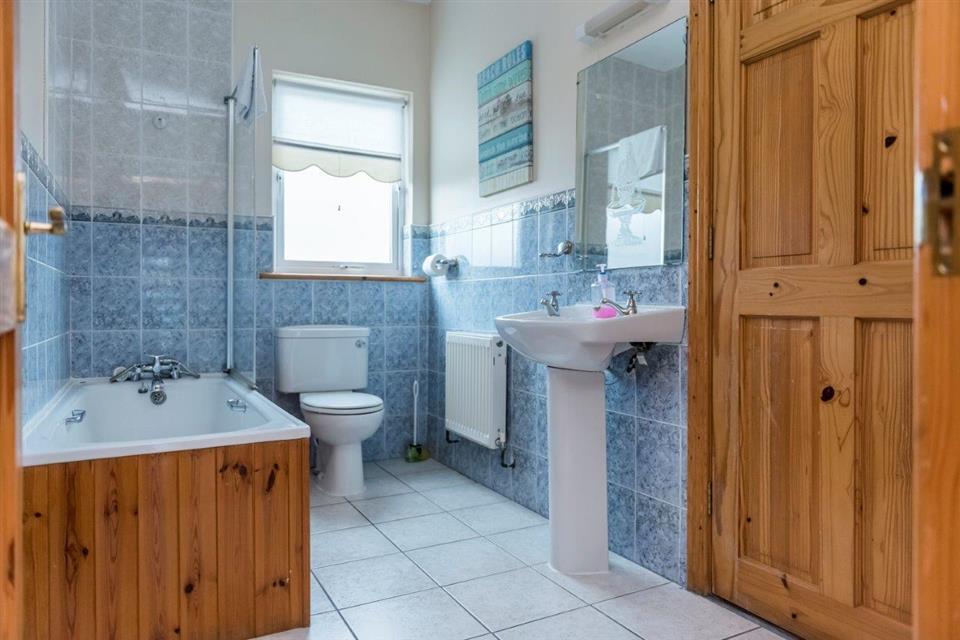 Portbeg Holiday Homes Bathroom