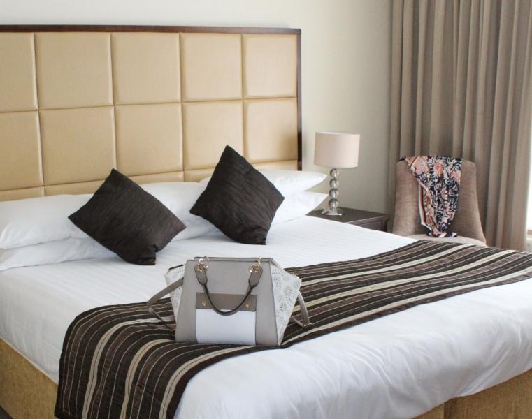 Menlo Park HOtel Bedroom