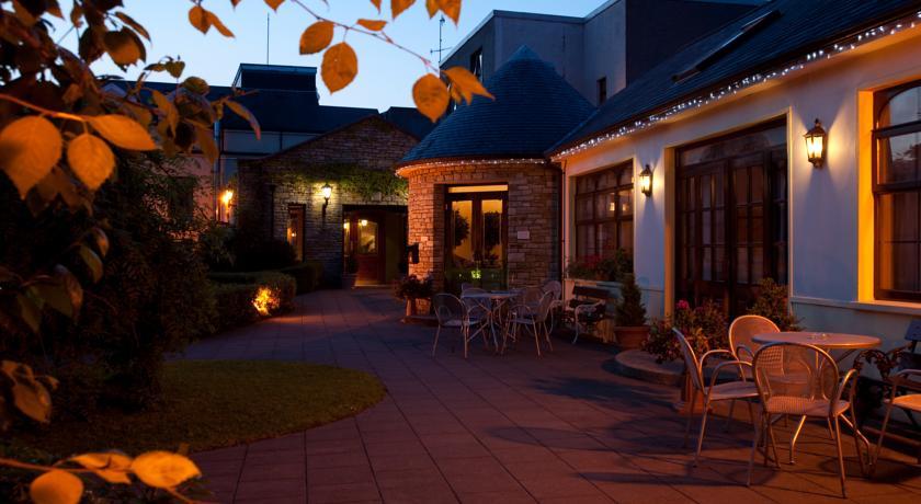 Kees Hotel Ballybofey Terrace