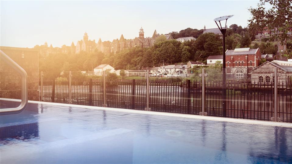 The kingsley hotel pool