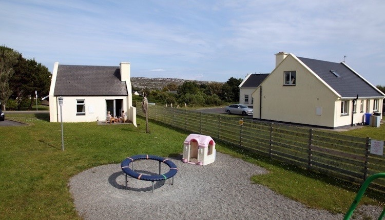Carraroe Holiday Cottages backgarden