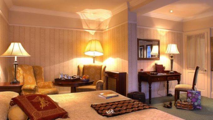 Arbutus Hotel Bedroom