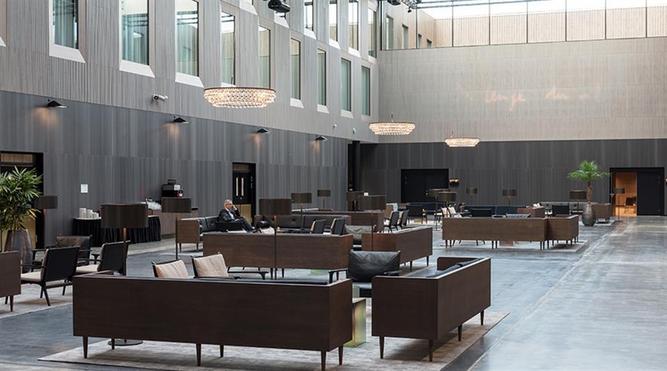 Clarion Hotel Air Lobby